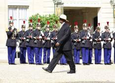 museveni-in-france1