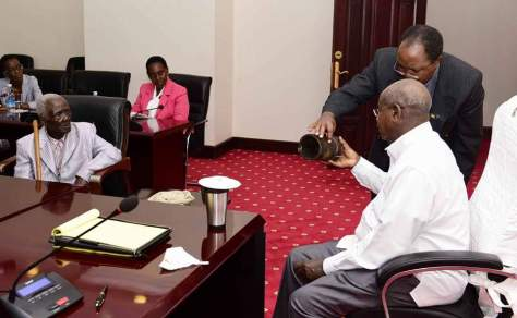president-museveni-meets-oldest-ugandan3